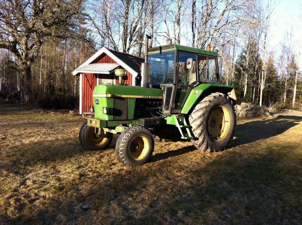 Då var traktorn äntligen hemma på gården.