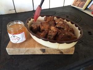 Glasera spjällen med chilihonung, vanlig honung fungerar också – i nödfall.