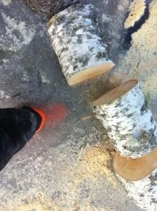 Plötsligt sjönk ena foten genom isen.