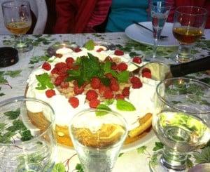 Den här tårtan tillreddes av rena och friska fingrar och eventuella stafylokocker fick inte utrymme att växa till sig.