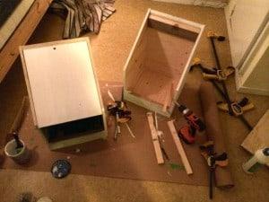Har byggt två mobila reden som jag kan flytta runt om någon höna bestämmer sig för att ruva.
