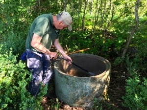 De översta brunnsringarna kunde Peter tvätta av utifrån.