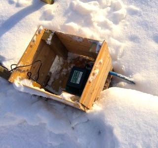 När jag först slog på pumpen kunde jag inte se om det hände något under isen. Men eftersom den inte lät ansträngd och det inte pyste urkopplingarna ansåg jag att allt stod rätt till.