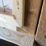 För en rena snickarglädjens skull har jag byggt luckorna utan metallbeslag och säkrat fogarna med träplugg.