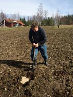 Det finns kanske en redan en gammal rostig spade på gården – men en ny kan vara en god investering. Foto: Kajsa W Tottenhammar