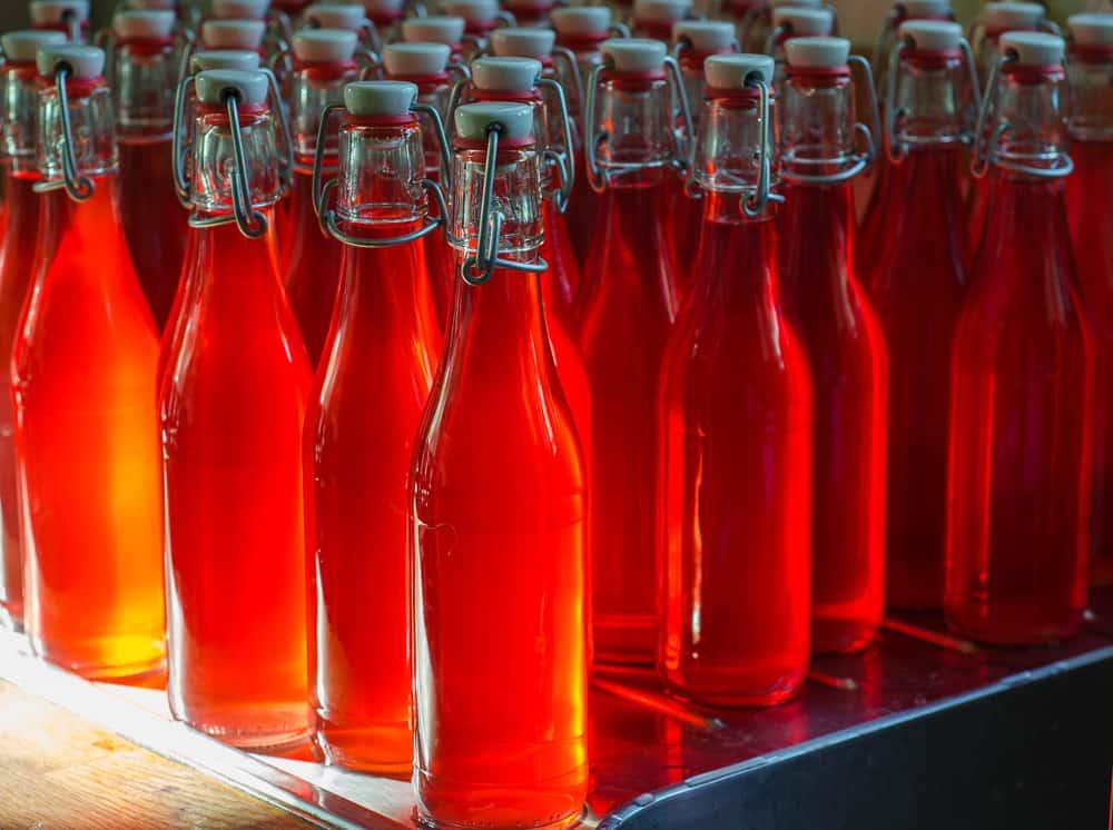 Här har jag gjort en omgång rabarbersaft. 12,5 kilo rabarber ger runt 40 flaskor.
