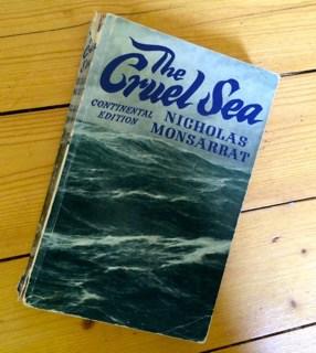 En bok kan följa med på resor, glömmas på landet, tappas med mera. Men den behåller sin skönhet.