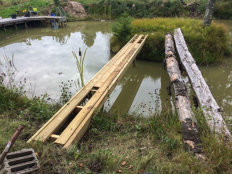 Jämfört med den gamla bron är den nya betydligt mer inbjudande. Räknar med att betydligt fler vågar sig ut på ön nu.