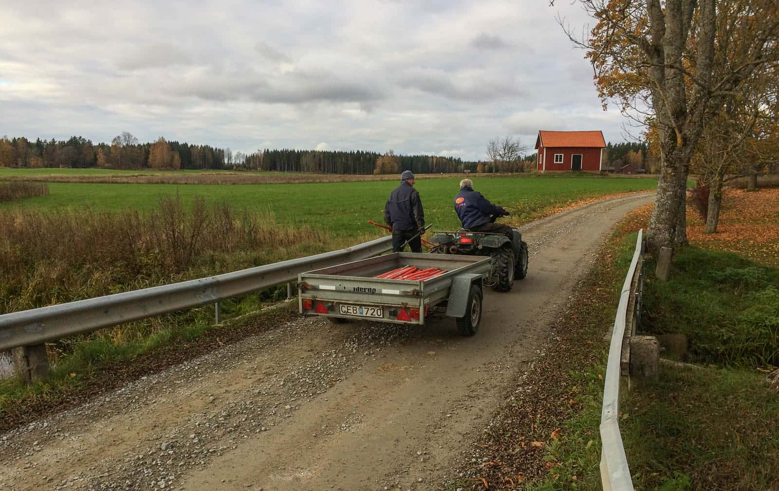 Arbetslaget är nästan klara, bara de sista snökäpparna vid bron över Gammelån kvar.