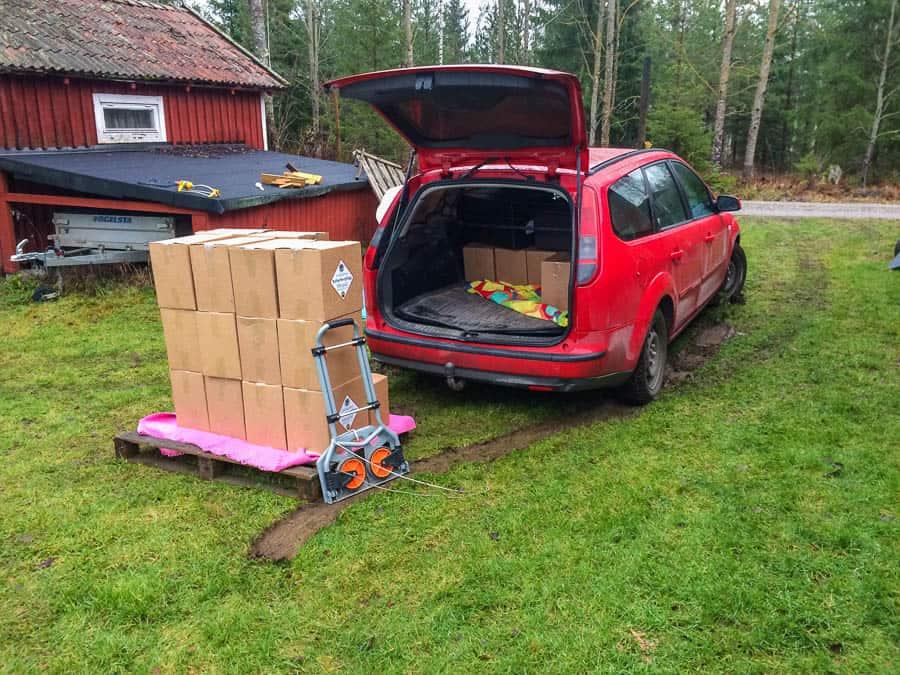 Jag lastade bilen, lastade ur bilen, lastade bilen och levererade sedan all glögg precis enligt plan.