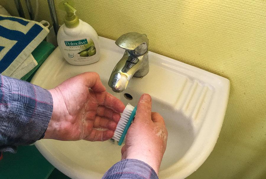 Rena händer är kanske det viktigaste matlagningstipset. Att tvätta händerna riktigt tar ett par minuter – magsjuka sitter i betydligt längre.