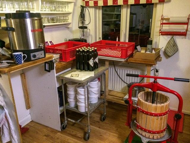 I helgerna kommer jag att fria men det är varmt och skönt i köket när jag håller på att koka glögg. 2500 flaskor blev det förra året.