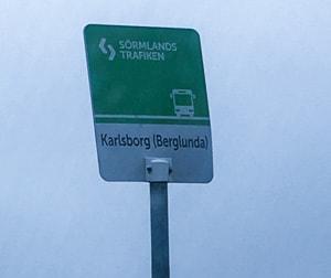 Närmaste hållplats ligger vid Högsjövägen – en bra bit från där jag bor.